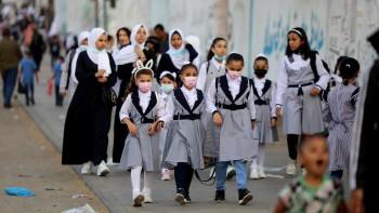 من التعليم عن بعد إلى الحضور: أهالي طلاب غزّة بين نارين