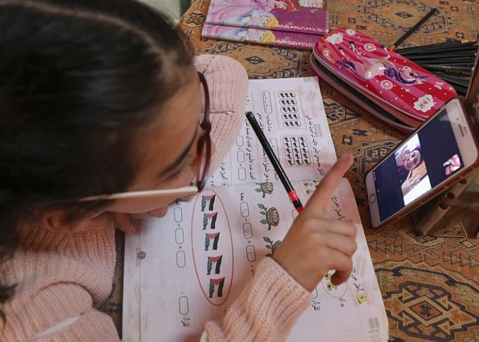 تعليم غير متكافئ تفرضه الأوضاع المعيشية والإجراءات الرسمية في غزة