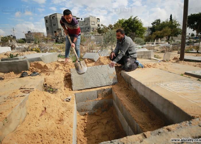 حفارو القبول في غزة: لا توجد هدنة مع فيروس كورونا