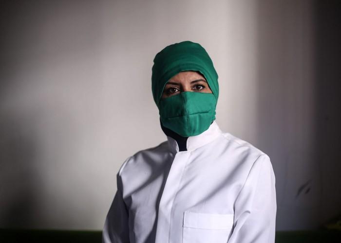 أول سيدة غزية تحصل على شهادة في صناعة الباترون
